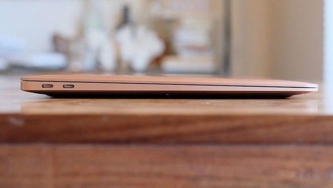 新しいMacBookAirの最大特徴「薄さ」の魅力