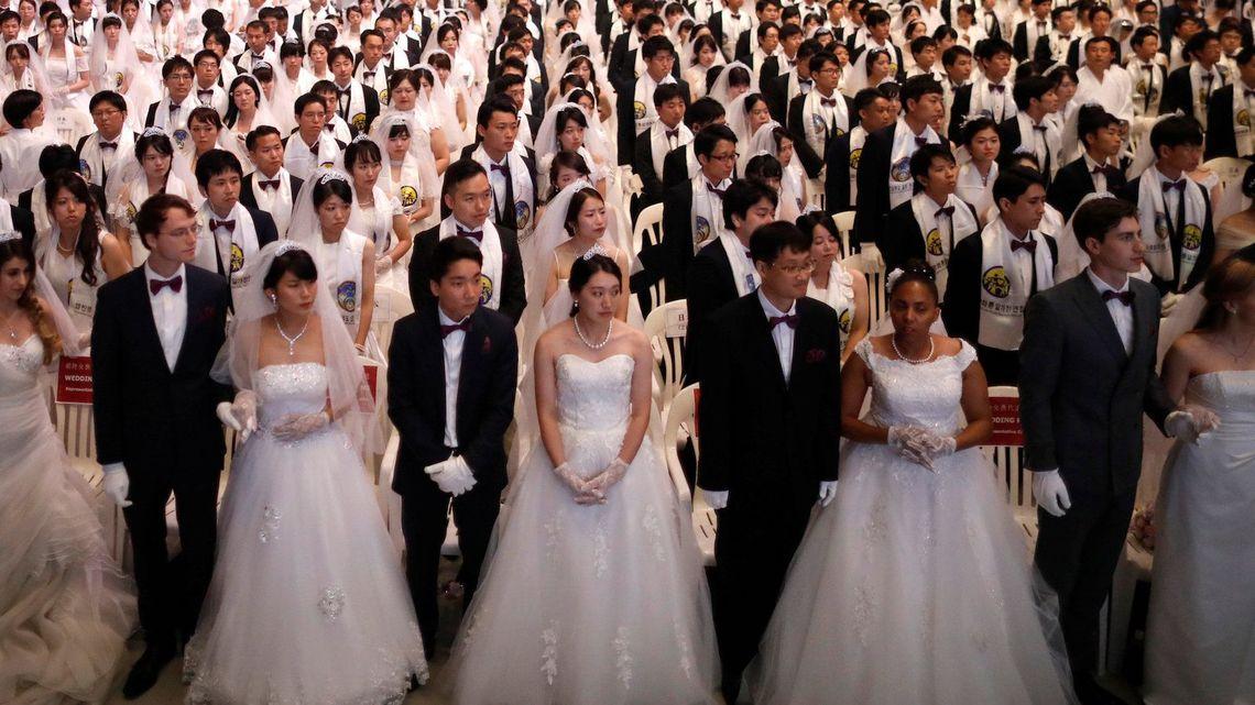 統一教会「合同結婚式」で結ばれる...