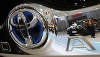 Toyota Mulling Launching a Fuel Cell-Powered Lexus by 2020