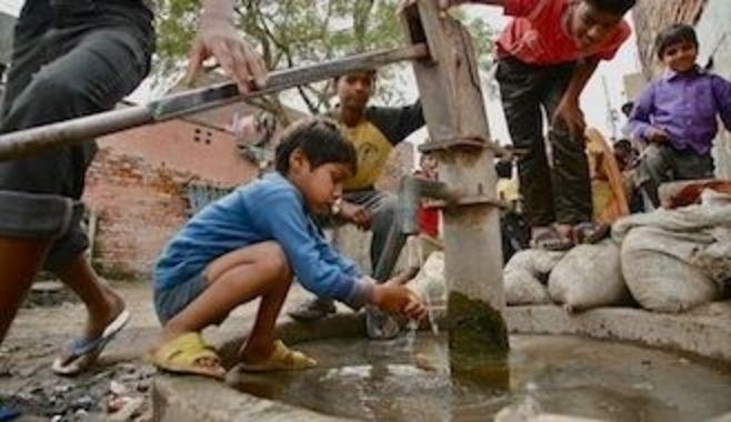 インドの水道インフラは、なぜ崩壊したのか