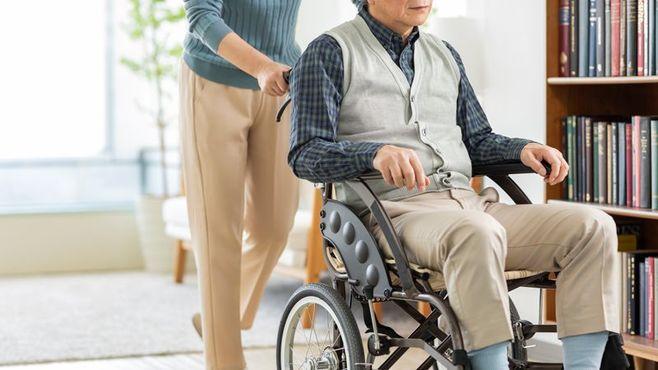 最多は55~59歳、年9.9万人離職する介護の実態