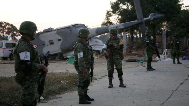 メキシコ、軍用ヘリ墜落で13人死亡の大惨事