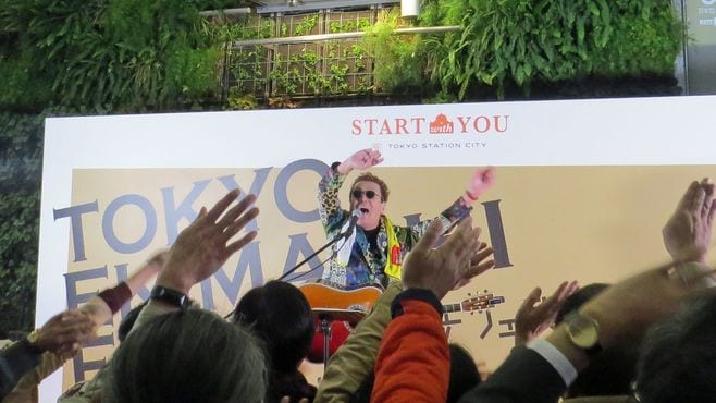 東京駅で「嘉門タツオ」が熱唱した意外な理由