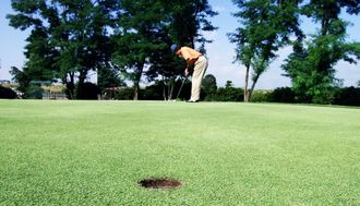 プロゴルフは、高額賞金を引き下げるべきだ