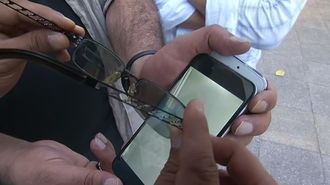 Inventor Builds Invisible iPhone Screen for Covert Viewing