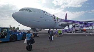 ハワイ空の旅で火花、JALが王座から陥落へ