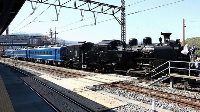 機関車より貴重?SL列車の「客車」が足りない
