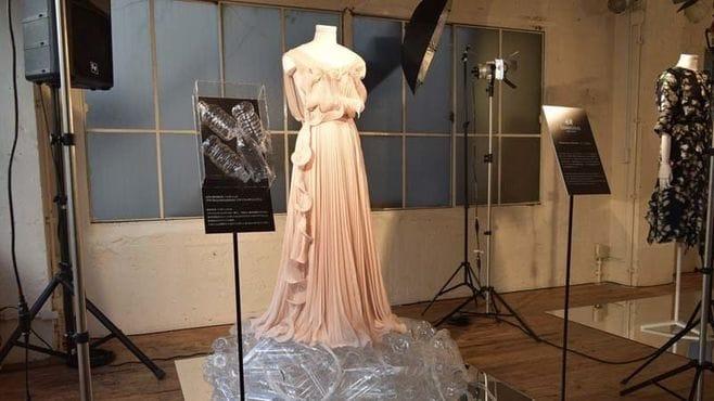H&M、最新高級ドレスで使われる意外な原料