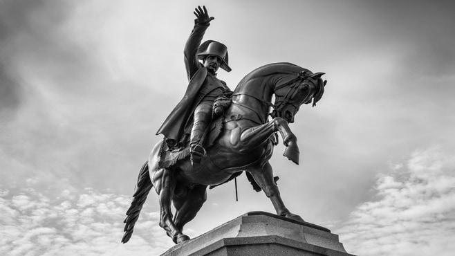 英雄「ナポレオン」没200年の今、猛批判される訳