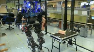 イタリア生まれの人型ロボットは相当器用だ