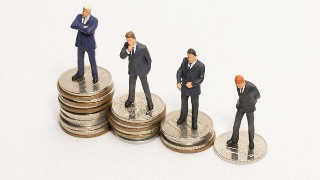 この5年で「給料も従業員も減らした」100社