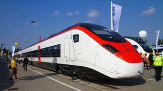 スイス鉄道メーカー、世界3強に迫る大躍進
