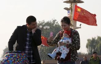 中国、2人目出産に「祝い金」などの補助金検討