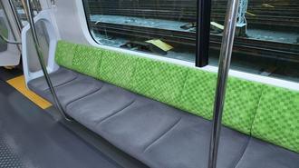 電車の座席が窮屈な理由は「肩幅」にあった