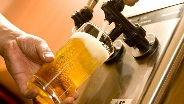 家飲みでも「生ビール」が楽しめることをご存じでしょうか?(写真:hide88/PIXTA)