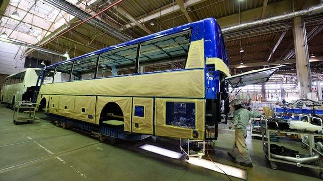 規制強化に揺れるバス、受注増で抱える悩み