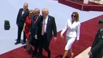 メラニア夫人、大統領との「手つなぎ」拒否?