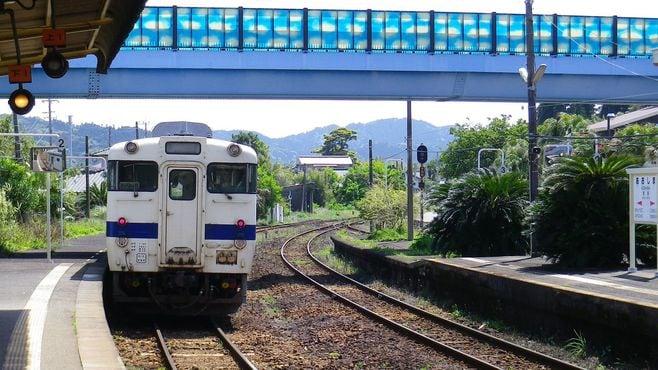 九州人が「乗りたい」「残したい」ローカル線