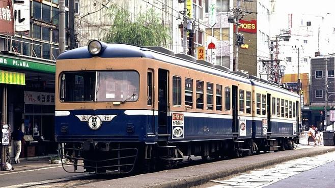 路面電車と一味違う「道路を走る列車」の記憶