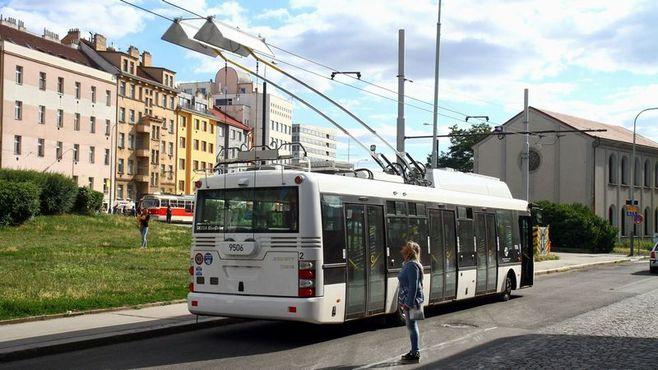 今さら復活「トロリーバス」に隠された新技術