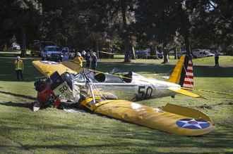 ハリソン・フォード、自ら操縦する飛行機墜落