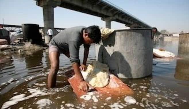 世界最悪の汚さ、インドの水道水を救えるか