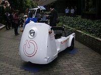 光岡自動車が三輪小型電気自動車を発売