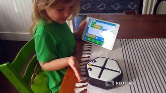 仰天!プログラミングを教えるロボットが登場