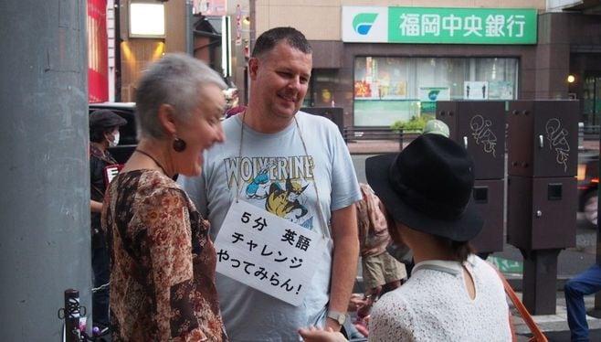 博多の街角に出現!「5分英語」の狙いとは?