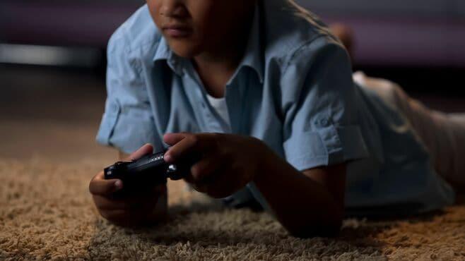 中2男子が550万課金「ゲーム依存」苦しい胸のうち