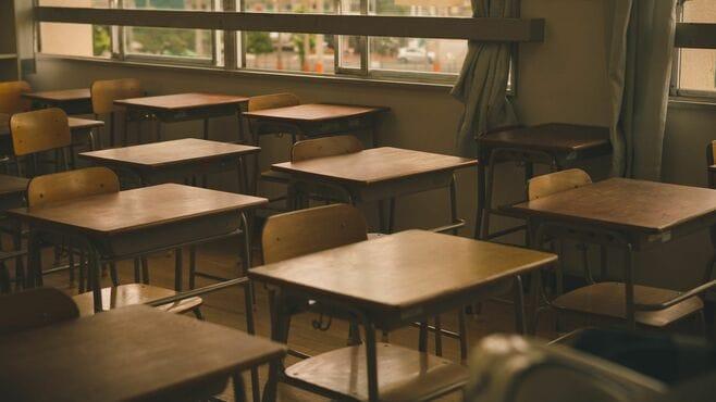 「不登校の原因が担任…」親はどう対処すべき?