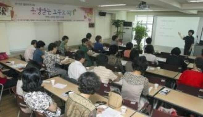 老人大学で英語も!韓国ジジババの育児地獄