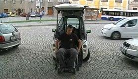 車椅子でラクラク運転、夢の自動車誕生!