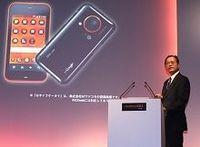 KDDIが11月シャープ製スマートフォンを発売、「出遅れ」は取り戻せるか?