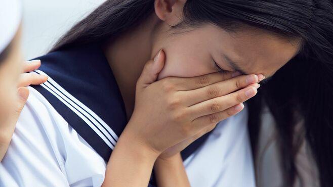 「生理前の不調」で学校生活に苦しんだ女性