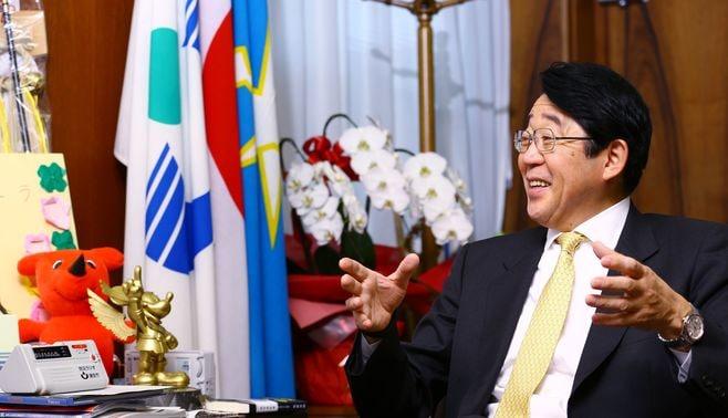 浦安市長、「政策重視」のルーツとは?