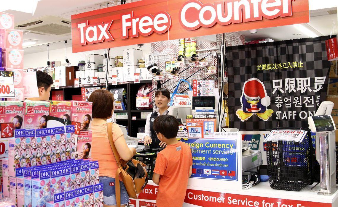 ドン・キホーテの免税手続きカウンター:toyokeizai.netより引用
