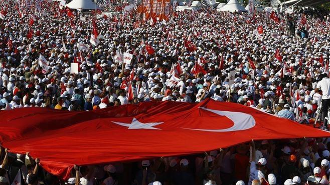 大規模デモでトルコ「独裁政権」は変わるか