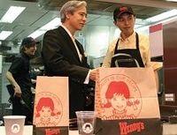 高級ハンバーガーで日本再上陸、米ウェンディーズの勝算