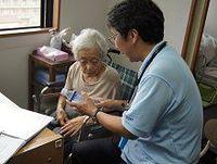 高齢者に多い「ナトリウム欠乏型」の熱中症。在宅医療の医師に聞く適切な予防策