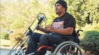 車椅子を変身させる「取り付け可能な動力」