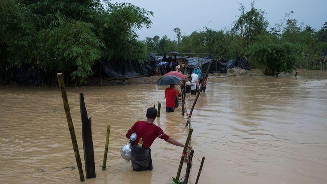 ロヒンギャ難民50万人超「集団感染」の危機