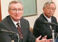 日本板硝子、小が大をのむ買収の行方、外国人社長を「監視」《新しい経営の形》