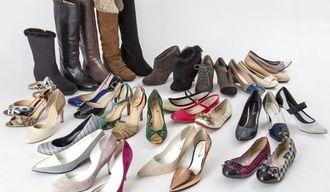 靴35足・棋士との対戦権、「福袋」多様化のワケ