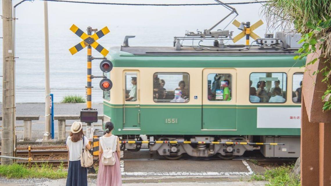 鎌倉で大人気「江ノ電」かつては廃...