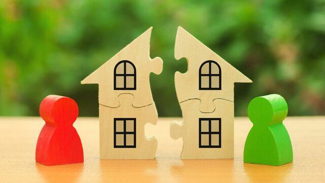 住宅ローン返済中に離婚した場合のリスクとは?(写真:ilixe48/PIXTA)
