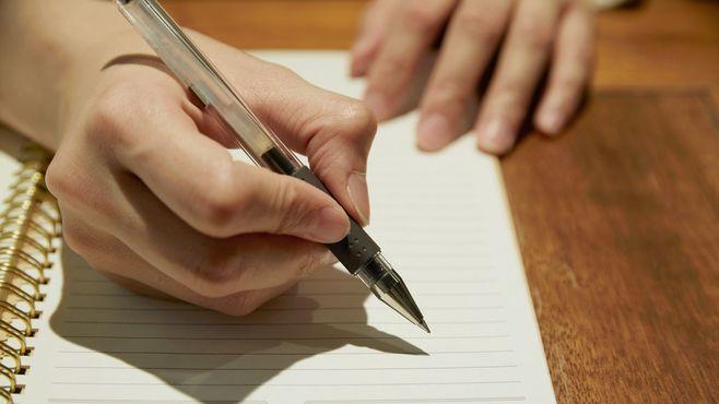 「感情を紙に書く」習慣でストレスは減らせる