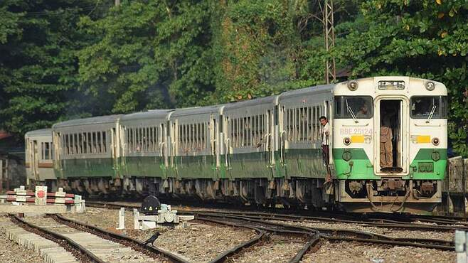 日本製中古車両の「聖地」ミャンマー鉄道の実情