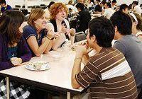 【映像解説】外国人留学生の積極採用と日本人大学生への影響