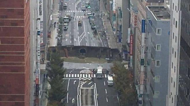 博多駅前が騒然!「巨大道路陥没」の衝撃